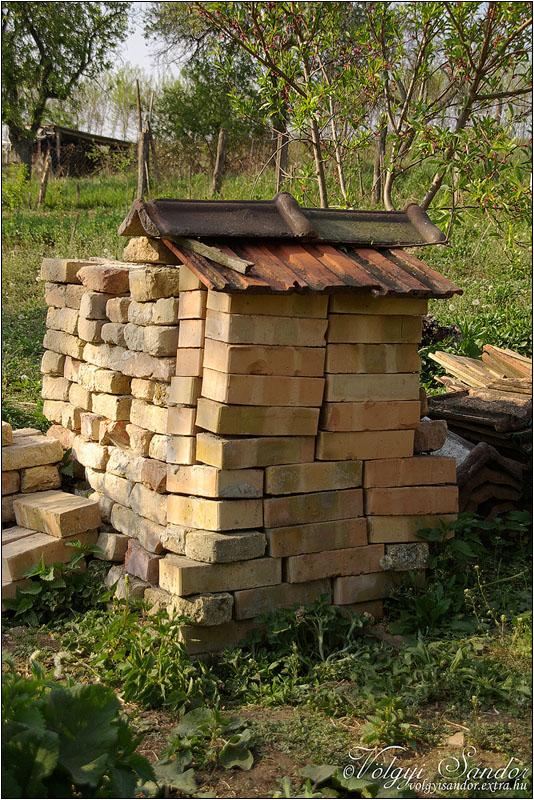 Házi rozsdafarkú számára épített tető imitáció - 2011. április, Tolnanémedi
